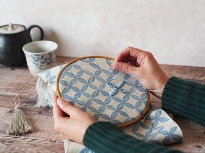 Wall hanging embroidery kit - Petal print
