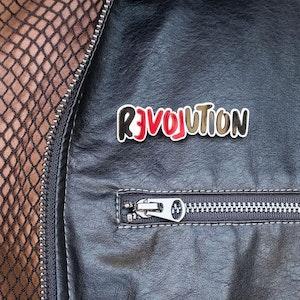 LOVE REVOLUTION I BROOCH