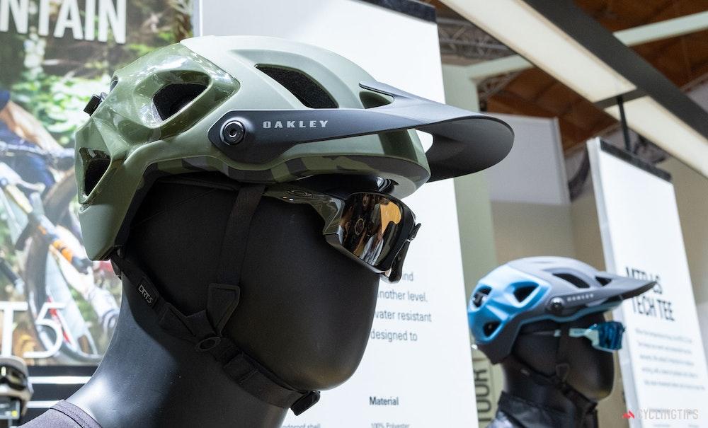 oakley-drt-5-mtb-helmet-1-jpg