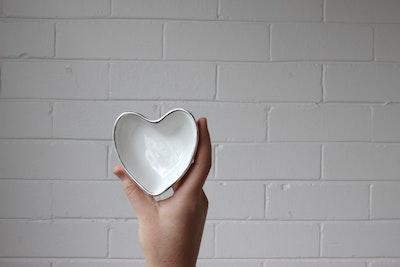 Luxe Heart Jewellery Dish in Vanilla with Platinum Rim