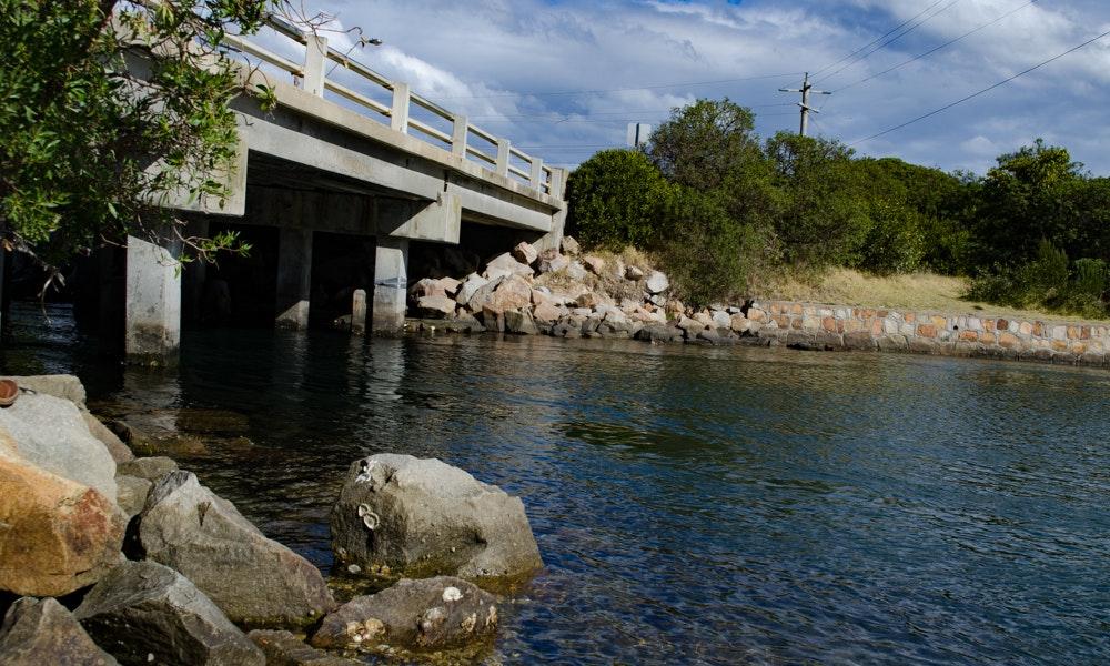 outdoria-lakes-entrance-local-fishing-advice-bridge-rocks-fishing-2-jpg