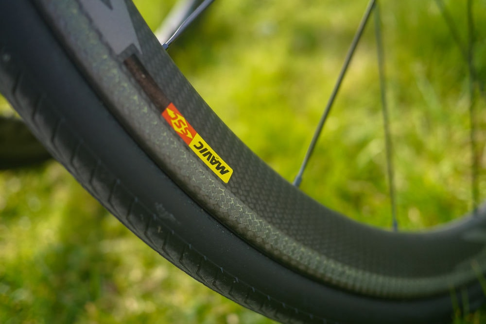 fullpage Mavic wheels close up