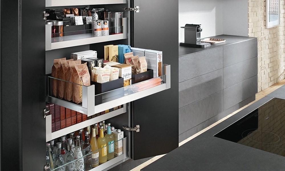 kitchen-design-trends-2018_intergrated-pantry_blum-jpg