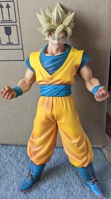 Dragon Ball z: Battle of Z - Super Saiyan Goku Statue