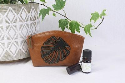 Myra Curved Leather Purse - Tan & Green