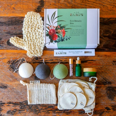 Us and The Earth Eco Beauty Box   20 Pieces