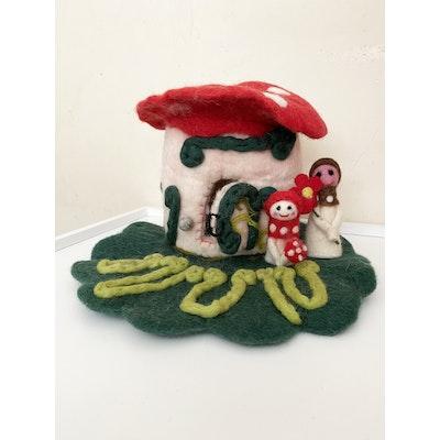 SparksJoi Mushroom Felt Fairy House with Two Fairy Finger puppets 2021