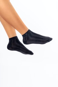 1 People Modal Cable-Knit Ankle Socks in All Black