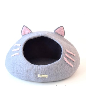 """Queenie's Pawprints Hand-felted Wool Cat Cave """"Grey and Pink Head"""""""