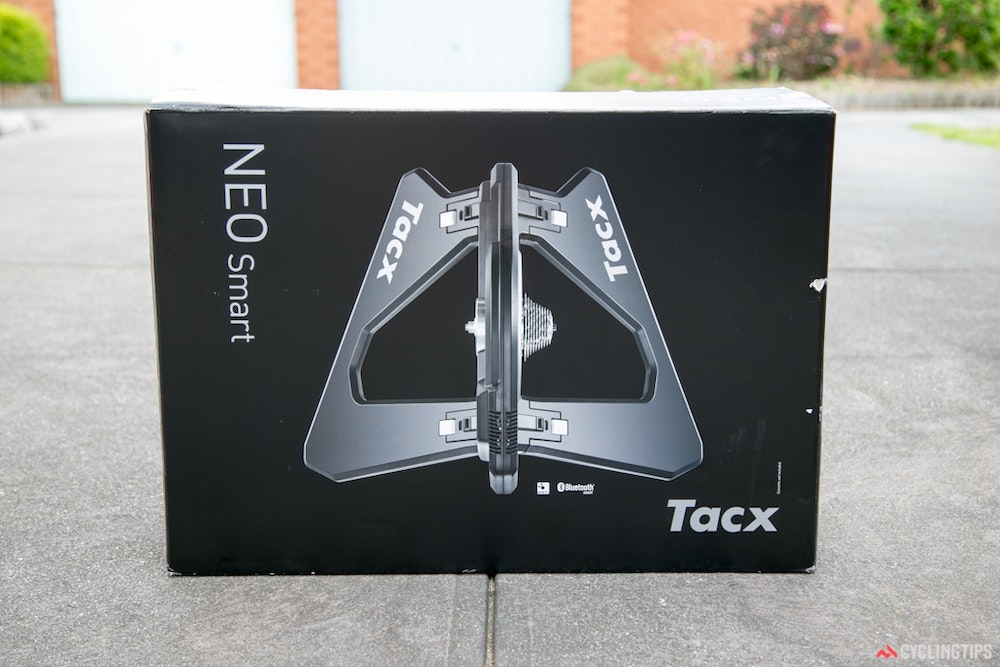 Tacx neo Smart trainer boxed