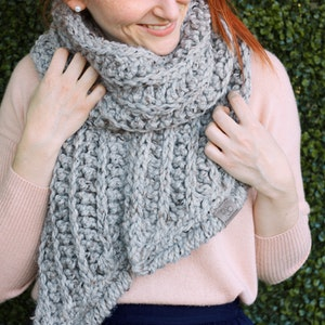 Fern • Open-Ended Scarf • Crochet Chunky Knit • Colour: EARL GREY