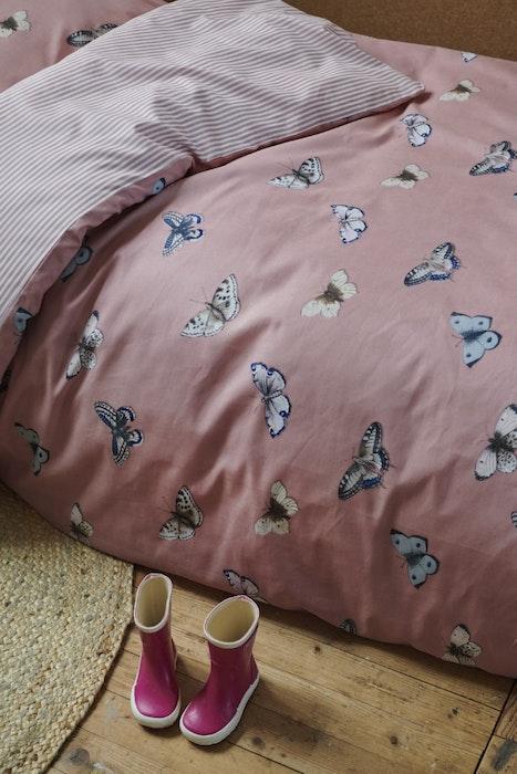 essenza-dekbedovertrek-met-vlinders-papillon_dusty-pink_detail_3-jpg