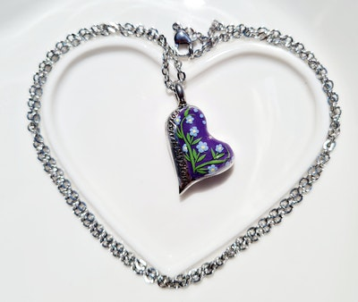 Bee's Knees Keepsake Forget-me-not heart ash urn necklace, cremation memorial jewelry, sympathy bereavement gift 2021