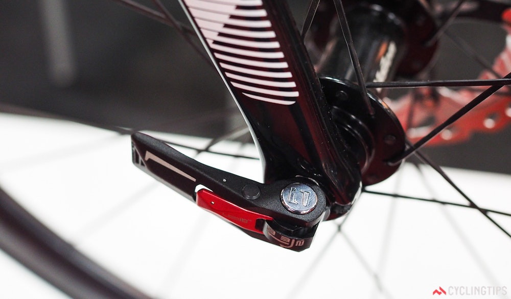 Argon 18 Gallium Disc thru axle InterBike 2016 CyclingTips 43075  1