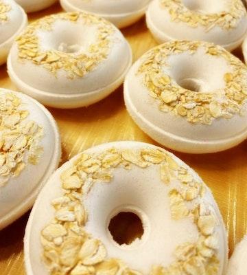 SOUL Self Care  OATMEAL, KAOLIN CLAY + COCONUT Donut Bath Bombs - Sensitive Skin (Colour Free) 2021