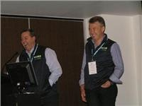 VicParks President Steve Bartlett and Vice President James Kelly (r).