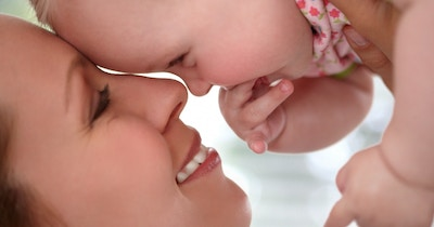 How to create a special bond when bottle feeding your baby