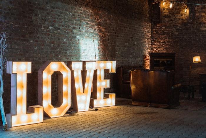 nachhaltig-heiraten-dienstleister-styled-shoot-hochzeitsdeko-love-jpg