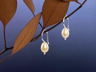 Small pink single pearl hooks