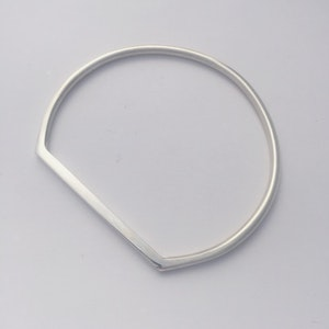 Flat top sterling silver bangle