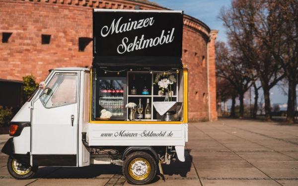 Hochzeit: Sektempfang mit dem Mainzer Sektmobil