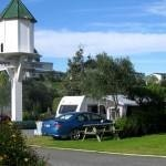 Hedged powered site Bay View Snapper Holiday Park