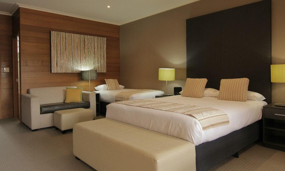 why you should stay at sovereign park motor inn. Black Bedroom Furniture Sets. Home Design Ideas