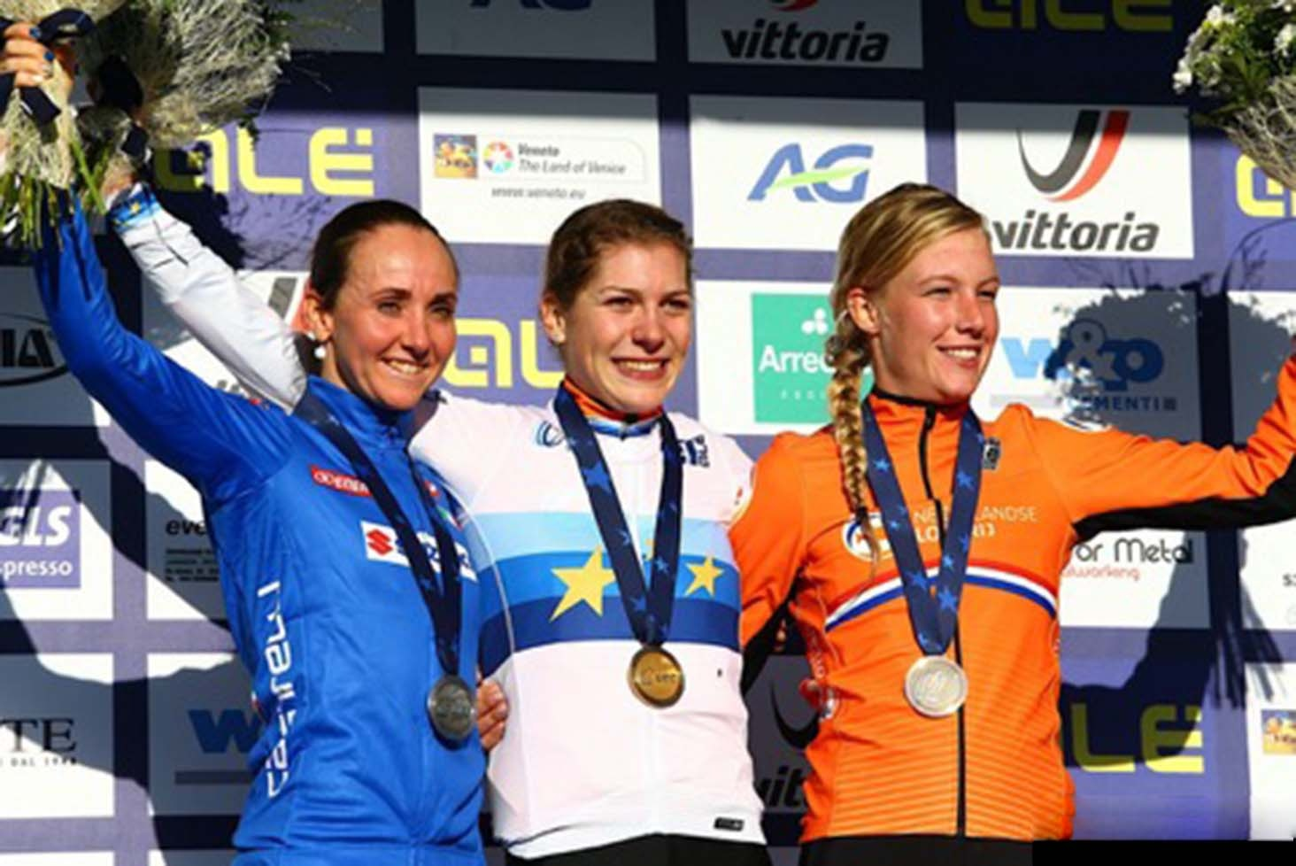 EVA LECHNER DOESN'T CEASE TO AMAZE AND WINS THE SILVER MEDAL AT THE EUROPEAN CX IN SILVELLE.