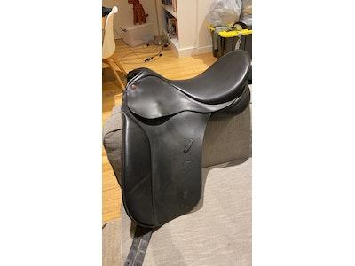 Bates caprilli 17in black dressage saddle  2011