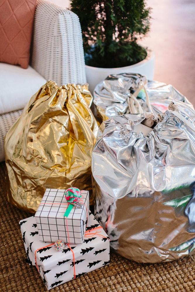 LENZO Christmas Hello Kit Co Gold and Silver Santa Sacks