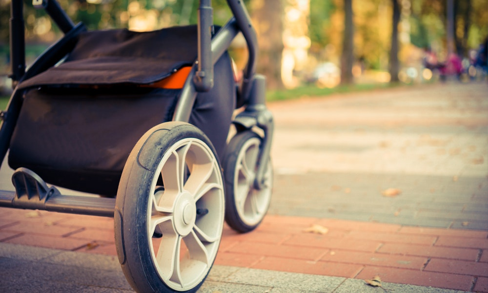 myer-market-pram-stroller-buying-guide-wheels-close-up-jpg