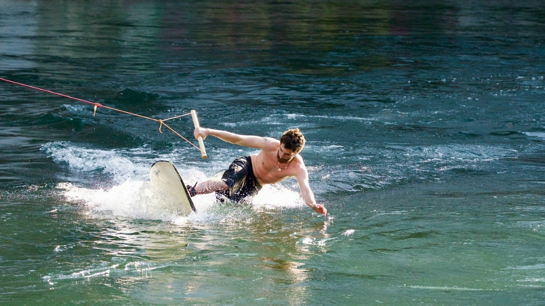 A Beginner's Guide to Wakesurfing