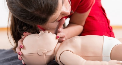 A choking child - Types of choking and what to do