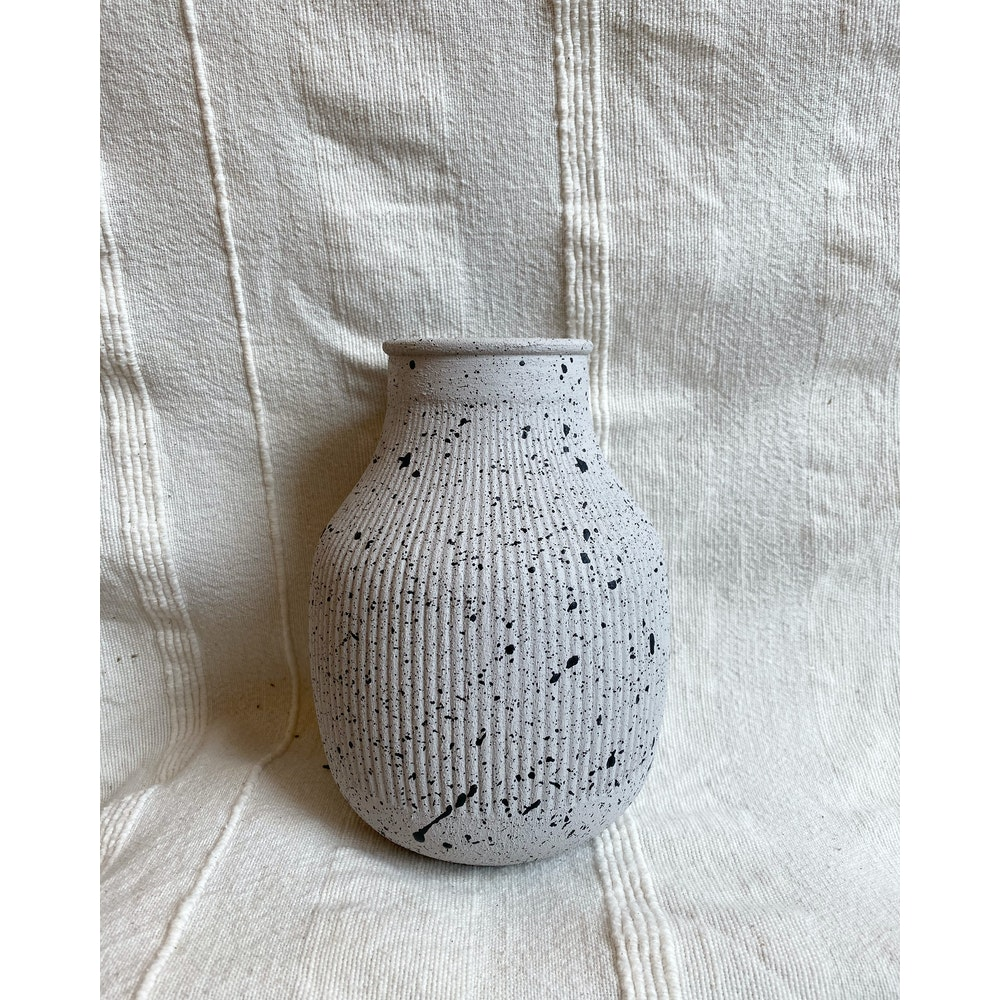 Sixteen Luxe Handpainted Textured Vase - 18cm Concrete Textured Vase With Black Fleck