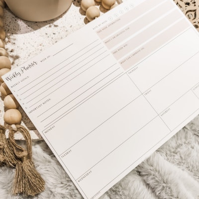 Aire Avenue Minimalist A4 Tear-off Weekly Planner Notepad