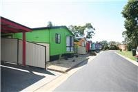 Comfortable, colorful cabins Park Lane Tourist Park Traralgon