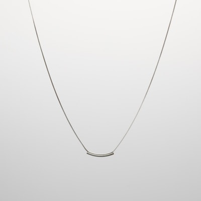 I Dream of Silver Curved-Bar Silver Necklace