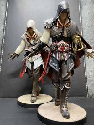 Assassin's Creed 2  Black & White Ezio Auditore Collectable Statue Figurines