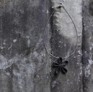 daisy necklace, short
