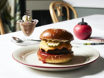 LES ENFANTS - kids build your own burger & chocolate mousse