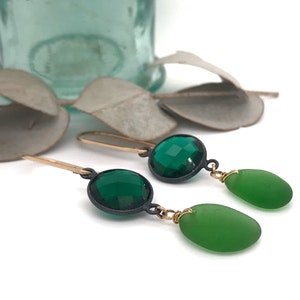 Opulent Lime Green Seaglass Earrings with Green Quartz – Gold