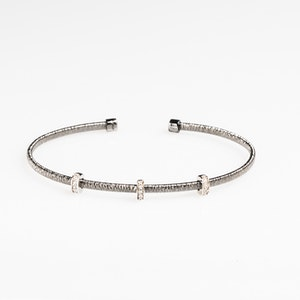 I Dream of Silver Black rhodium three rondel and diamond-cut bangle