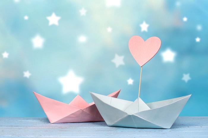 papierschiffe-mit-herz-und-sternen-jpg