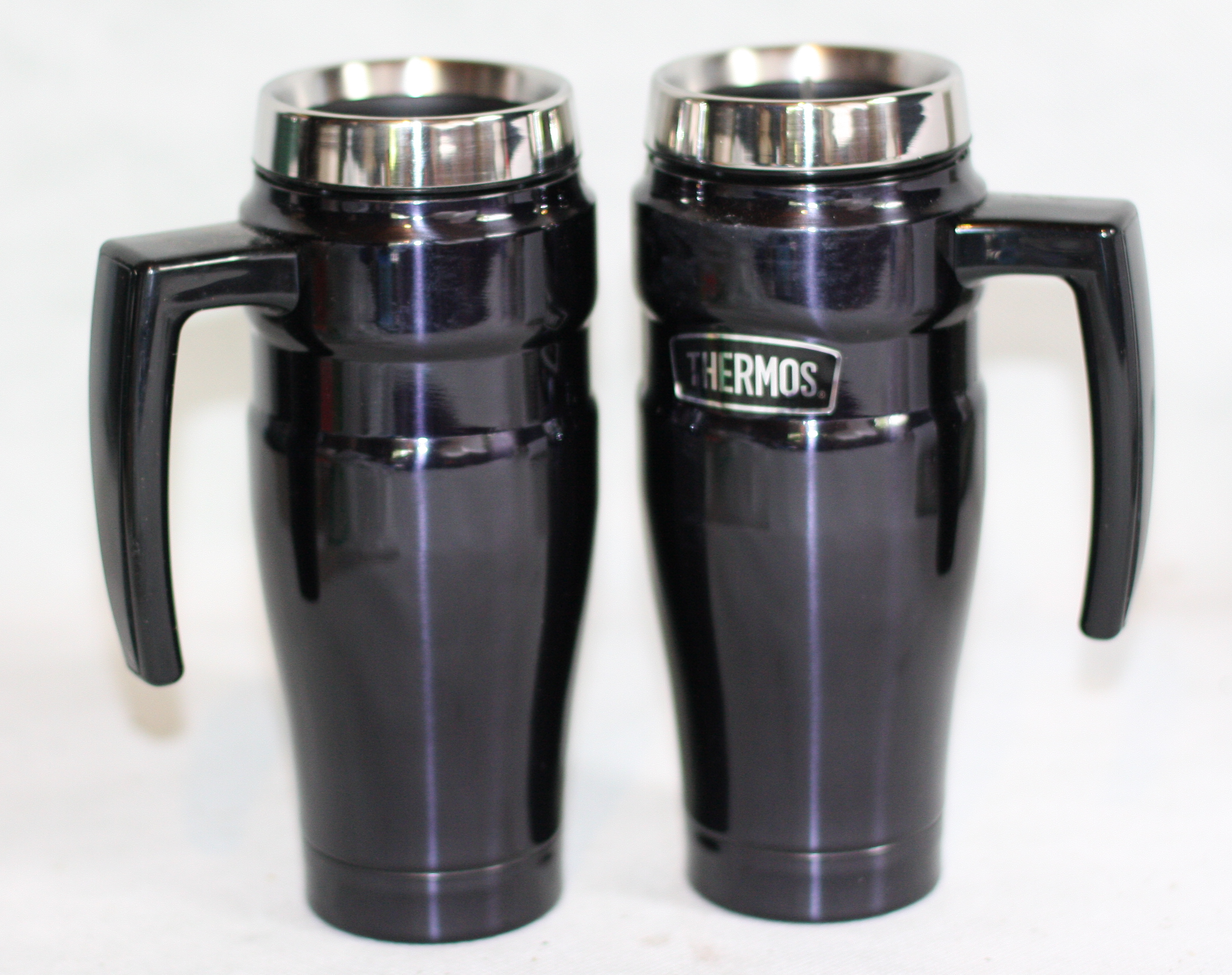 Two Vacuum Insulated travel Mugs These are a pair of the famous THERMOS  Steel King  vacuum insulated travel mugs. Midnight Blue in colour
