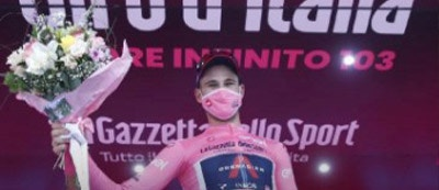FILIPPO GANNA WINS THE STAGE AND CONQUERS THE PINK JERSEY