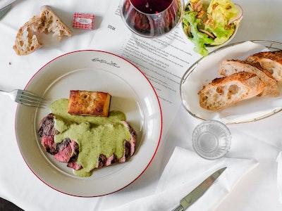 Entrecôte CLASSIQUE for 2 people, 2 courses w/ sourdough baguette