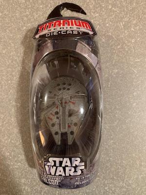 2006 Star Wars Titanium Limited Die Cast Battle Ravaged Millennium Falcon