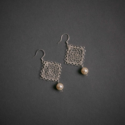 Global Sisters Shop Silver Square Crochet Wire with Swarovski Pearl