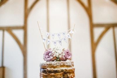 Wie groß muss die Hochzeitstorte sein?