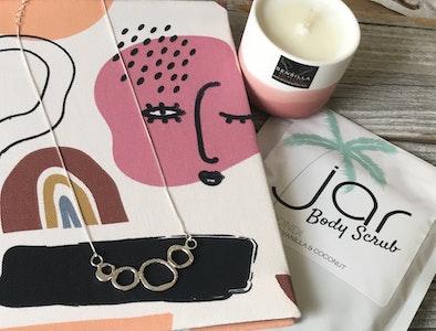 Sarah Munnings Jewellery Vanilla indulgence hamper